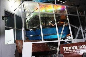 Tạm giữ phụ xe ô tô đâm vào đám đông ở Cà Mau