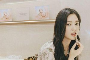 Trầm trồ trước mái tóc mới của Song Hye Kyo - Hình ảnh Park Bo Gum 'mặt mộc' khiến fan giật mình