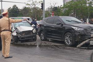 Hà Nội: Tài xế xe 'điên' ngủ gật rồi bất ngờ đâm hàng loạt phương tiện ở ngã tư hầm Kim Liên
