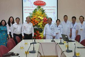 Lãnh đạo Ban Tuyên giáo Trung ương thăm, chúc mừng Ngày Thầy thuốc Việt Nam