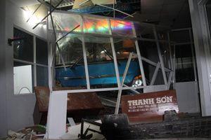Lơ xe cầm vô lăng tông 6 người thương vong ở Cà Mau