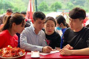 Xu hướng 'xin lộc' hiện đại của người Việt trong những lễ hội đầu năm