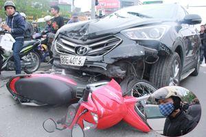 Ô tô 'điên' tông nát hàng loạt xe ở Hà Nội, nam thanh niên đi xe máy thoát chết thần kì