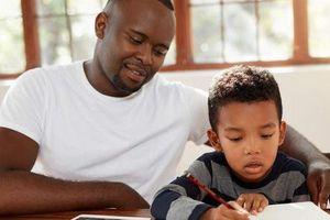 Các phụ huynh đối phó ra sao với bài tập về nhà của con nhỏ?