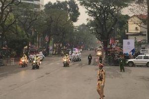 Xe chở ông Kim Jong Un rời khách sạn Melia đến Đại sứ quán Triều Tiên
