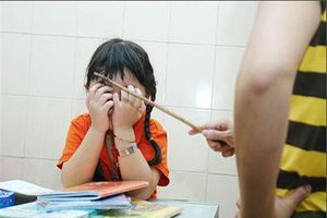 Thầy giáo đánh vẹo cột sống nữ sinh: Tiến sĩ Vũ Thu Hương nói gì?