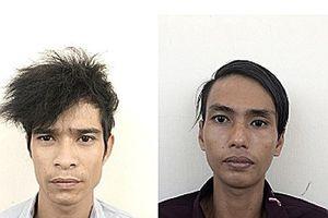 2 thanh niên bị vây bắt khi giật dây chuyền người đàn bà trên đường