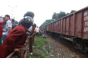 Băng qua đường sắt, một cụ ông bị đâm tử vong