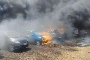Cháy lớn thiêu rụi 300 ô tô tại triển lãm hàng không Ấn Độ