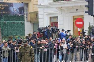 Người dân hồ hởi đón Chủ tịch Triều Tiên Kim Jong-un đến Hà Nội
