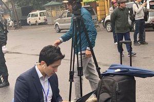 'Bật mí' về nam phóng viên Hàn Quốc điển trai tác nghiệp ở Hà Nội khiến cộng đồng mạng 'sốt xình xịch'