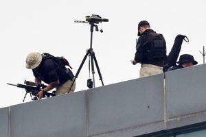 Lính bắn tỉa Mỹ canh gác trên nóc khách sạn TT Trump ở