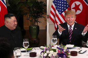 Cocktail tôm, bít tết thăn bò và kim chi cho bữa tối Trump - Kim