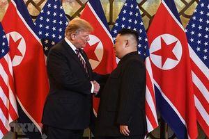 Cái bắt tay lịch sử lần 2 giữa ông Donald Trump và ông Kim Jong-un