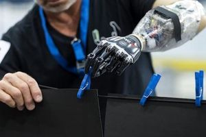 Hacker có thể xâm nhập xe lăn, tay giả, chân giả dành cho người khuyết tật