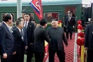 Thông dịch viên của Chủ tịch Kim Jong-un gây chú ý đặc biệt trên mạng xã hội