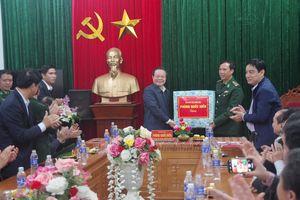 Phó Chủ tịch Quốc hội Phùng Quốc Hiển thăm Đồn Biên phòng Hạnh Dịch