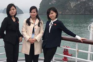 Nữ ca sĩ quyền lực nhất Triều Tiên khoe nét xinh tươi trên vịnh Hạ Long