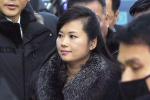 Vì sao ông Kim Jong Un đưa theo nữ ca sĩ xinh đẹp quyền lực nhất đến Việt Nam?