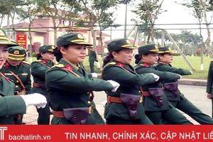 Xem nữ quân nhân Hà Tĩnh đi đội ngũ đều - mạnh - đẹp