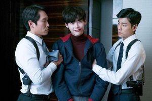 2 năm Lee Jong Suk vắng bóng màn ảnh, fan nên xem hết những phim này để đỡ nhớ mong