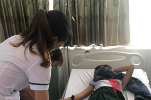 Quảng Nam: 16 học sinh nhập viện nguy kịch nghi do ngộ độc trà sữa