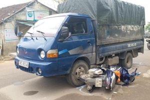 Nổ súng trấn áp tài xế xe chở gỗ đâm 2 cảnh sát bị thương