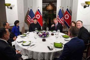Tổng thống Trump và Chủ tịch Kim dùng bữa tối chung đầu tiên tại Hà Nội