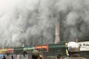 Cháy lớn tại Trung tâm thương mại chợ Giầu