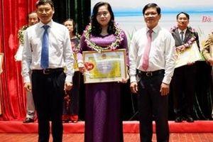 Trao giải thưởng 'Tỏa sáng Blouse trắng' cho thầy thuốc, cán bộ nhân viên ngành y tế