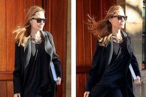 Angelina Jolie xinh đẹp, một mình xuống phố ở New York