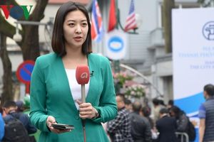 Các bóng hồng báo chí quốc tế săn đón hình ảnh Chủ tịch Kim Jong Un