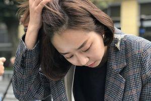 Cận cảnh khuôn mặt xinh đẹp 'gây thương nhớ' của nữ phóng viên Hàn tác nghiệp hội nghị Thượng đỉnh Mỹ - Triều
