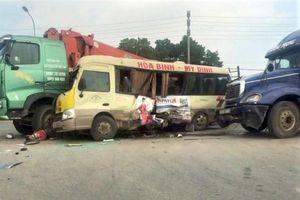 Khởi tố tài xế rẽ ẩu làm 2 người tử vong trên đại lộ Thăng Long