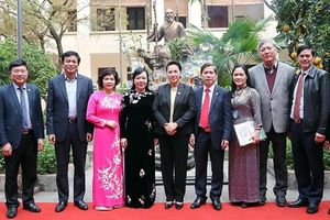Chủ tịch QH Nguyễn Thị Kim Ngân thăm Bệnh viện Y học cổ truyền T.Ư