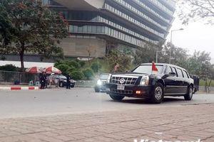 Đoàn xe đưa Tổng thống Mỹ Donald Trump ra sân bay Nội Bài