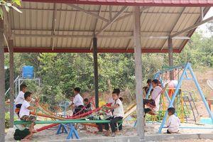 Bàn giao công trình trường tiểu học cho huyện Sangthong, Lào