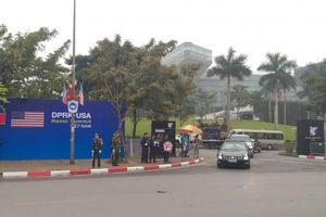 Clip đoàn xe 'Quái thú' của Tổng thống Mỹ rời khách sạn tới Hội nghị Thượng đỉnh Mỹ - Triều