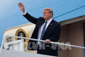 Tổng thống Mỹ Donald Trump lên chuyên cơ Air Force One để về nước