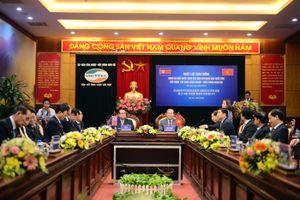 Phái đoàn cấp cao Triều Tiên thăm tổ hợp nghiên cứu, sản xuất thiết bị dân sự của Viettel