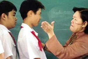 Giáo viên đánh học sinh: 'Lỗi' tư duy lạc hậu, áp đặt
