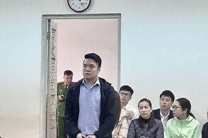 Cướp điện thoại Iphone của tình cũ, lĩnh án 30 tháng tù