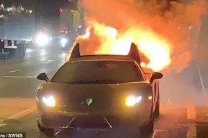 Lamborghini Gallardo mạ vàng gần 4 tỷ đồng bốc cháy ngùn ngụt