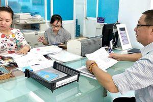 Người dân đặt lịch làm việc với UBND phường