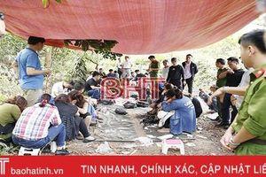 Khởi tố 17 đối tượng trong vụ đánh bạc ở đồi Trạng Nẹo - Hương Khê