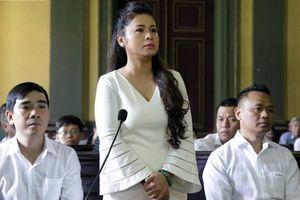 Vụ ly hôn vợ chồng chủ Trung Nguyên có nên xử kín?