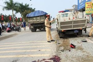 Hà Tĩnh: Va chạm xe bán tải và xe máy, 1 người phụ nữ tử vong