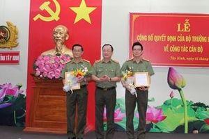 Thứ trưởng Nguyễn Văn Thành trao quyết định về công tác cán bộ