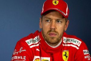 Sebastian Vettel gặp tai nạn trong buổi chạy thứ 2