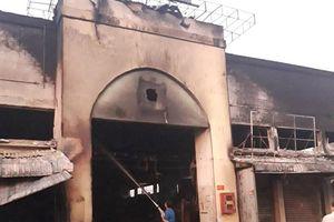 Cháy chợ giữa khuya, gần 20 quầy hàng bị thiêu rụi